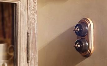 Interruptores rústicos Fontini Garby porcelana y madera